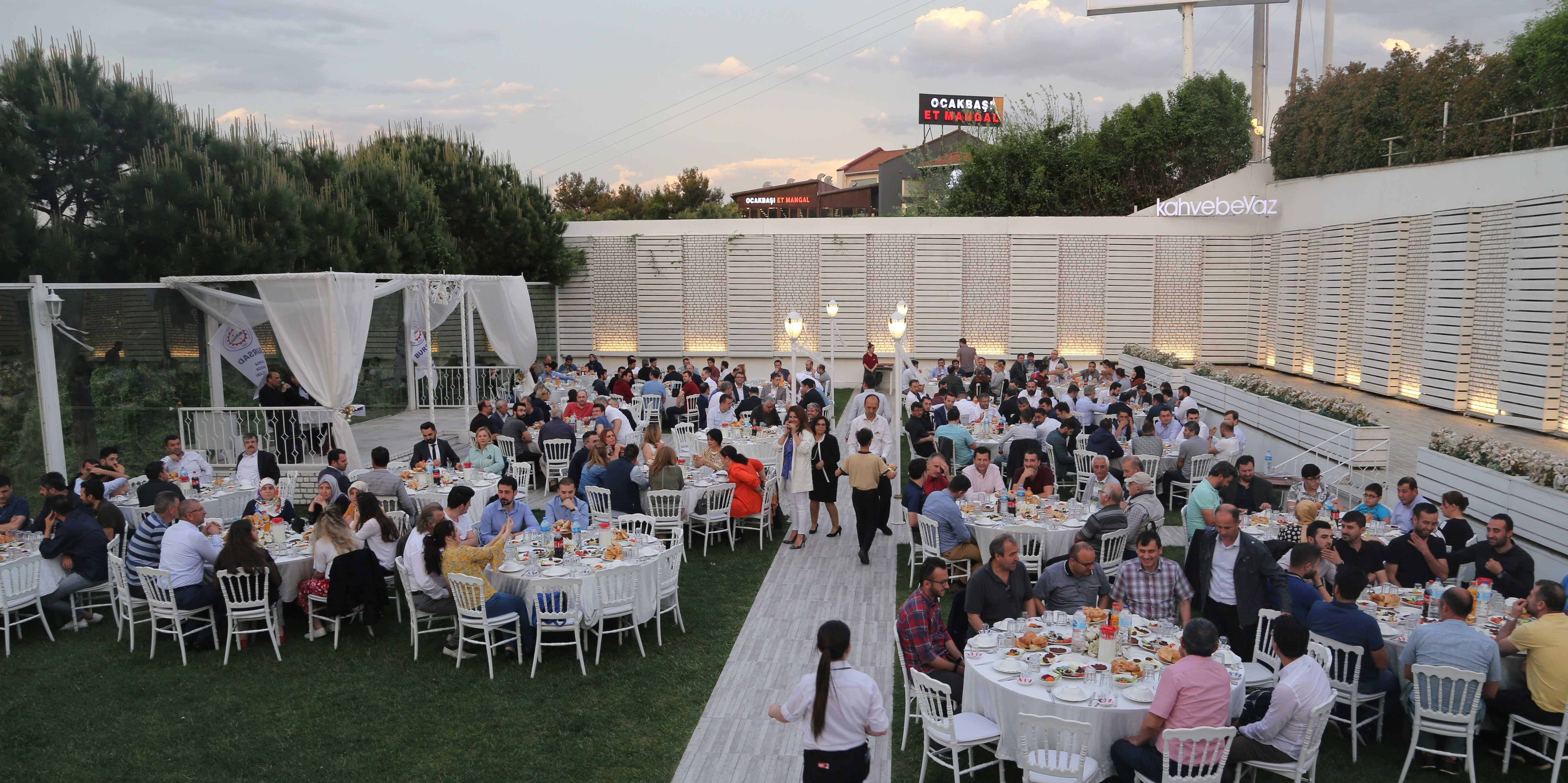 Geleneksel İftar Yemeğimiz 21 Mayıs Salı Günü Kahve Beyaz Mudanya ilçesinde  gerçekleştirildi.